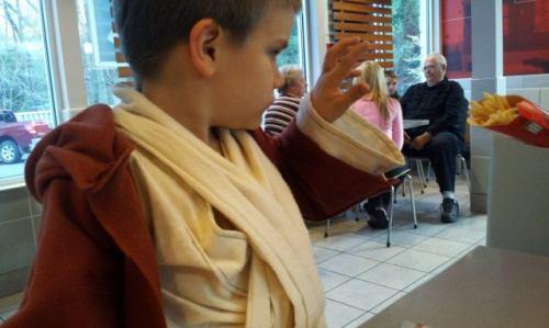 kid jedi and fries